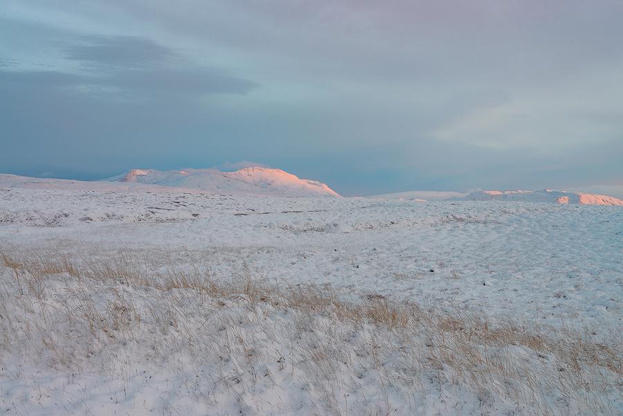 Islandzkie krajobrazy pokryte śniegiem