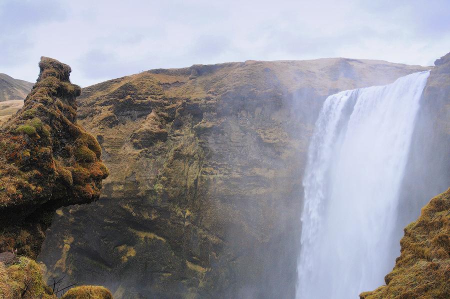 Troll przy wodospadzie Skogafoss, Islandia