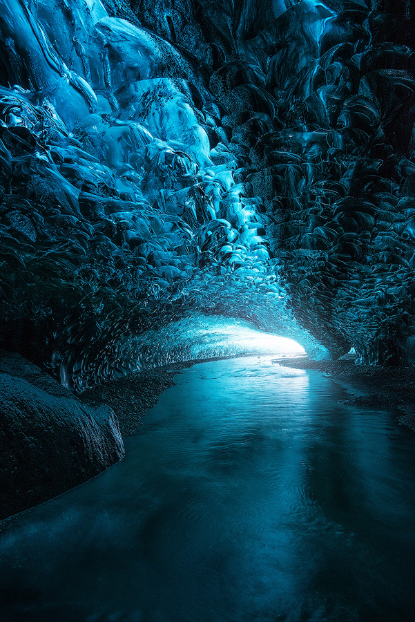 Jaskinia lodowa pod lodowcem Vatnajökull; Islandia