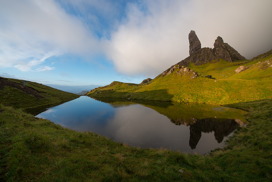 Old Man of Storr w odbicu wodnym
