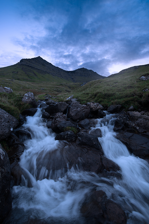 Jeden z tysiąca wodospadów na Wyspach Owczych